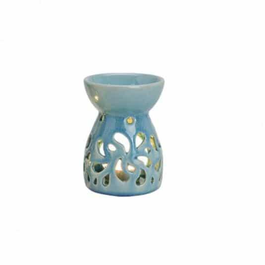 Kominek ceramiczny do wosków zapachowych. Stylowy wzór wraz z czystym blaskiem świecy wprowadzi do wnętrza wyjątkowy charakter i klimat. Odpowiednia forma, z powodzeniem wzbogaci nasze pomieszczenie o niezapomniany aromat. Wymiary: 12 cm x 8 cm